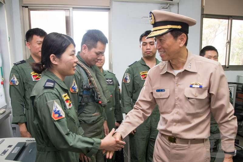 參謀總長李喜明4日前往台南基地,慰勉IDF戰機飛官。(軍聞社)