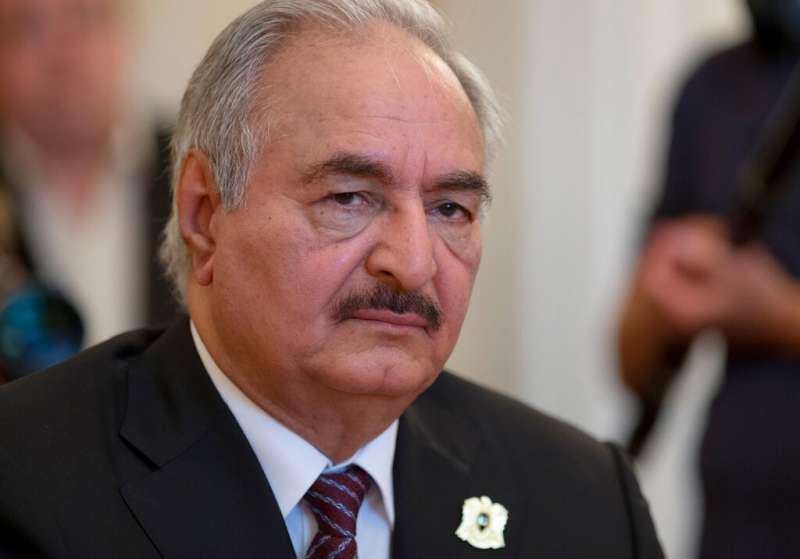 北非國家利比亞軍事強人哈夫塔4日率軍攻向首都的黎波里南方。(AP)