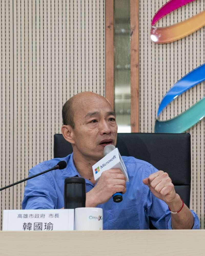 高雄市市長韓國瑜今(9)日親自出席與微軟的AI雙語教育合作記者會,會中提及高雄市政府將與台灣微軟攜手,領先全台導入AI應用於基礎國民教育,未來更將擴大至AI人才培育合作,落實高雄接軌國際。(台灣微軟提供)