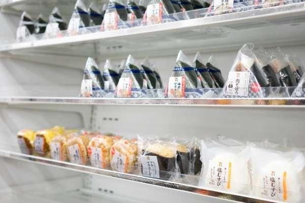 人力短缺的問題,困擾著日本各行各業,需要24小時營業的便利商店更是如此。(圖/Bulltus_casso @ Shutterstock)