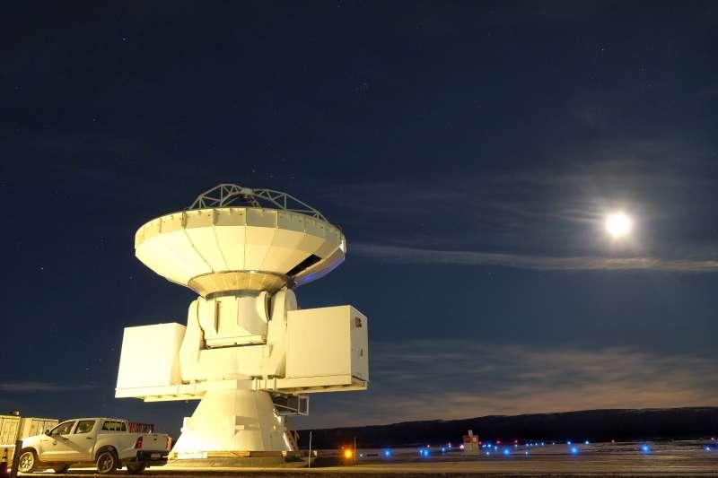 在格陵蘭建造望遠鏡,除了靠天吃飯,也需要有經驗的天文工程團隊。(圖/研之有物提供)