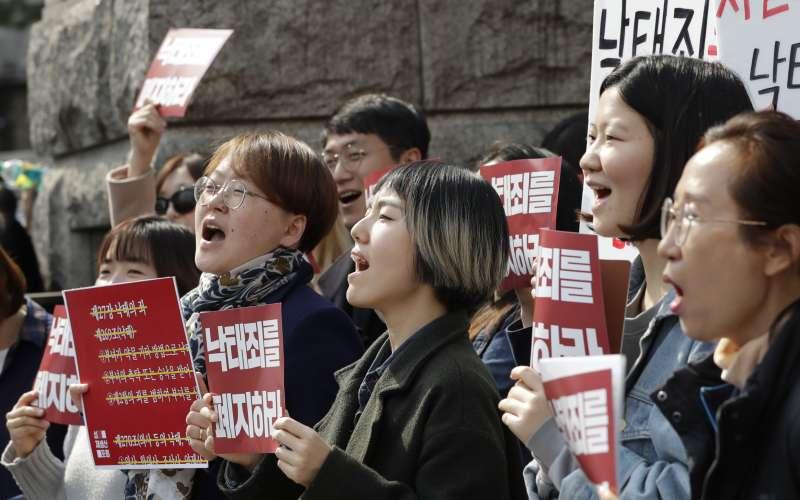 2019年4月11日,南韓憲法法院宣告現行墮胎禁令違憲。(AP)