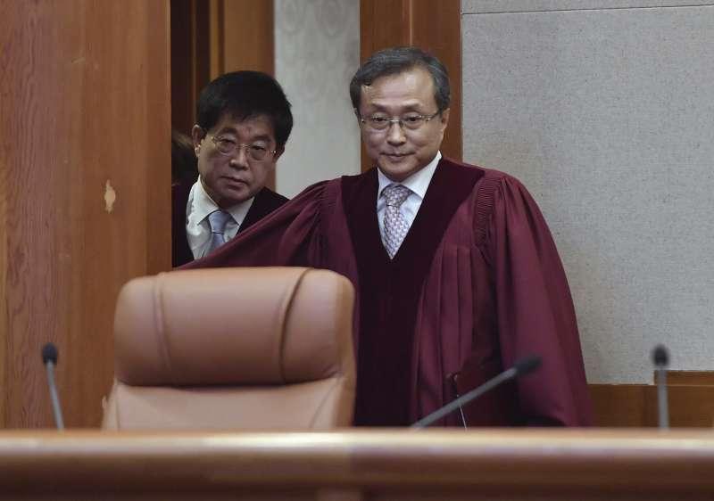 2019年4月11日,南韓憲法法院宣告現行墮胎禁令違憲,圖為憲法法院院長劉南碩。(AP)