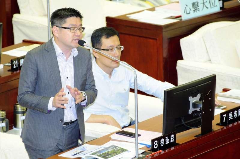 20190411-台北市議會質詢,台北市議員徐弘庭。(甘岱民攝)