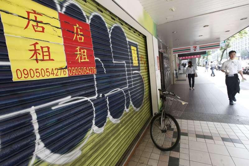台北市忠孝東路四段東區商圈快速衰敗,店面空置率飆到歷史新高。(郭晉瑋攝)