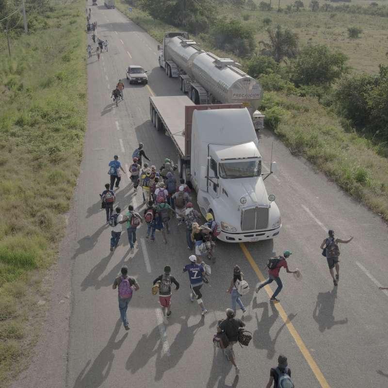 2019年世界新聞攝影大賽(WPP),〈移民遠征隊〉(The Migrant Caravan)榮獲「年度組圖獎」(AP)