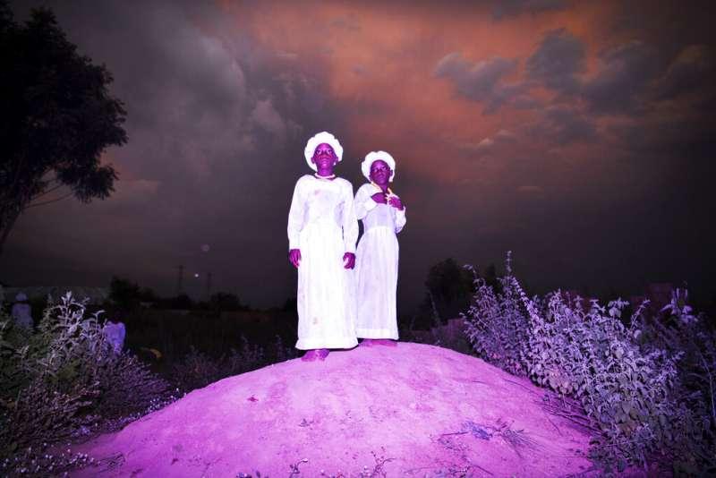 2019年世界新聞攝影大賽(WPP),〈伊貝吉精靈的家園〉(Land of Ibeji)榮獲「肖像類─組圖首獎」(AP)