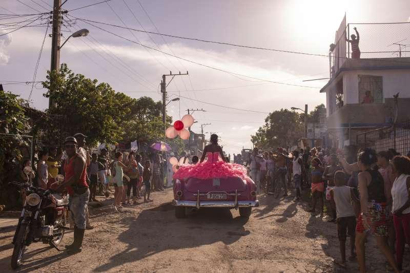2019年世界新聞攝影大賽(WPP),〈古巴女孩〉(Cubanitas)榮獲「當代議題類─單幅首獎」(AP)