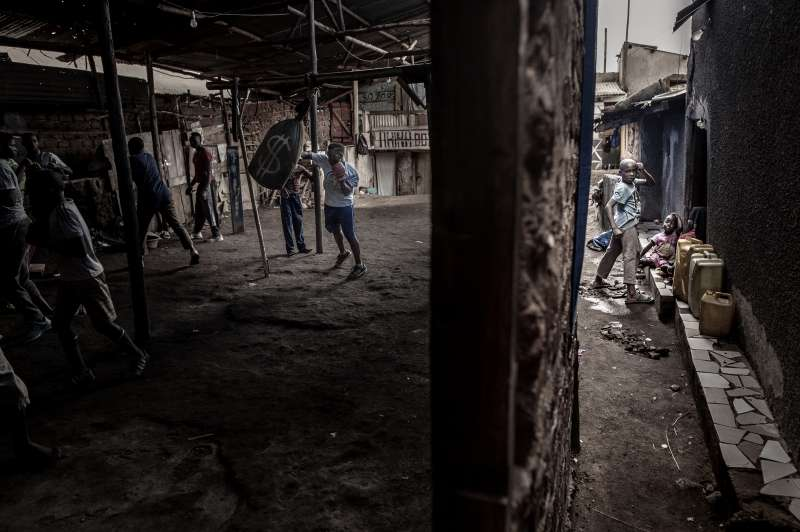 2019年世界新聞攝影大賽(WPP),〈喀坦加拳擊賽〉(Boxing in Katanga)榮獲「運動類─單幅首獎」(AP)