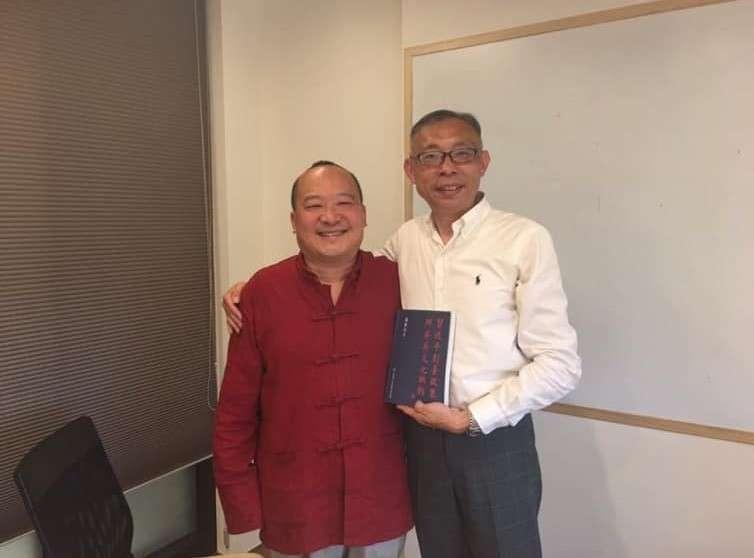 20190414-台師大教授范世平(右)昨在臉書po出自己與李毅(左)在2年前的合照。(取自范世平臉書)