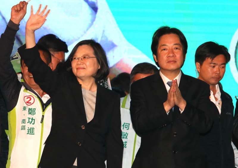 蔡英文(左)、賴清德(右)戰火浮上檯面,支持者擔心勝者只贏得一個殘破的黨。(柯承惠攝)