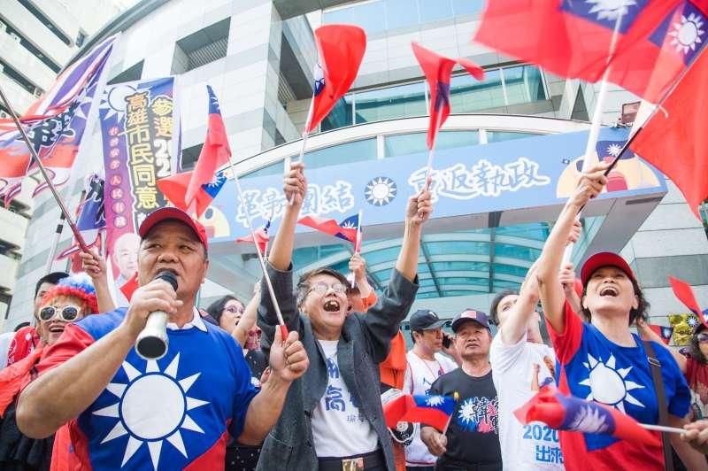 20190418-韓國瑜支持者遞交連署書要求國民黨徵召韓國瑜參選總統,韓國瑜支持者聚集於國民黨中央黨部前。(甘岱民攝)