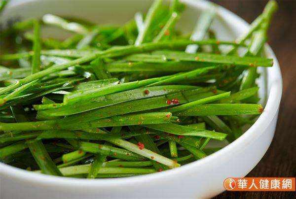 吳建東中醫師表示,韭菜,是中醫「五菜」葵、藿、薤、蔥、韭之一。(圖/華人健康網提供)