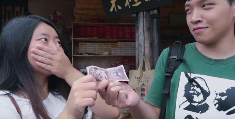 傅榆紀錄片中的主角:淡江大學陸生蔡博藝(左)和台灣社運青年陳為廷(右)。(翻攝自YouTube)