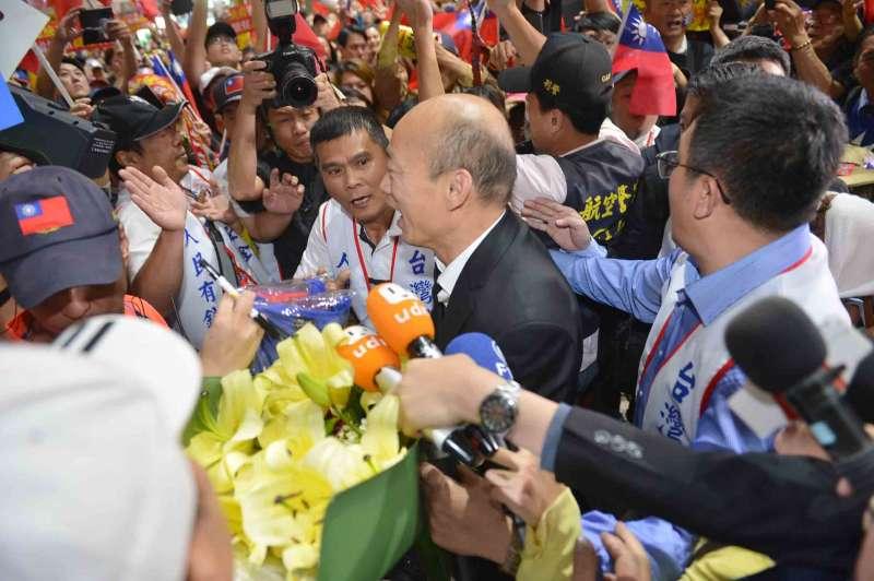 20190418-高雄市長韓國瑜結束9天訪美行程,18日清晨率市府團隊返抵台灣。(高雄市政府提供)