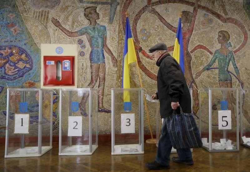 2019年4月21日,烏克蘭舉行總統大選第二輪投票。(AP)