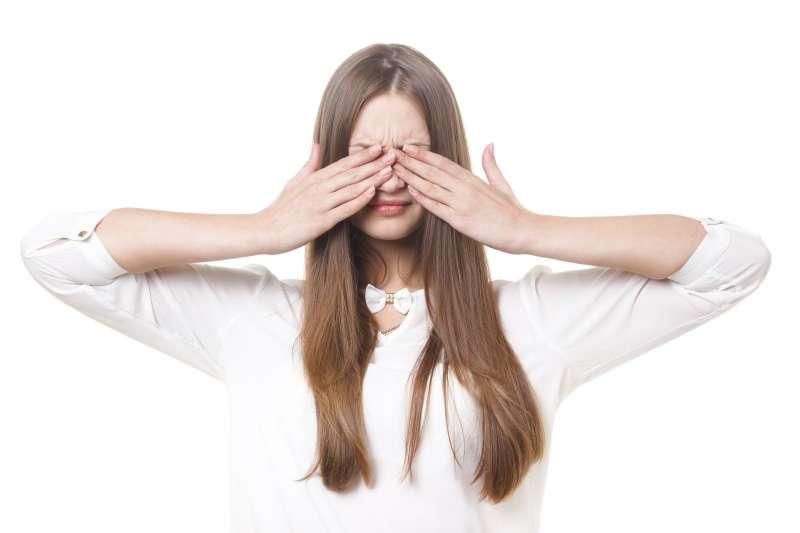 葉黃素含量的多寡,是保護眼睛的一大重點,我們其實也可以把葉黃素想成是眼睛的「防曬劑」的概念。(示意圖非本人/pakutaso)
