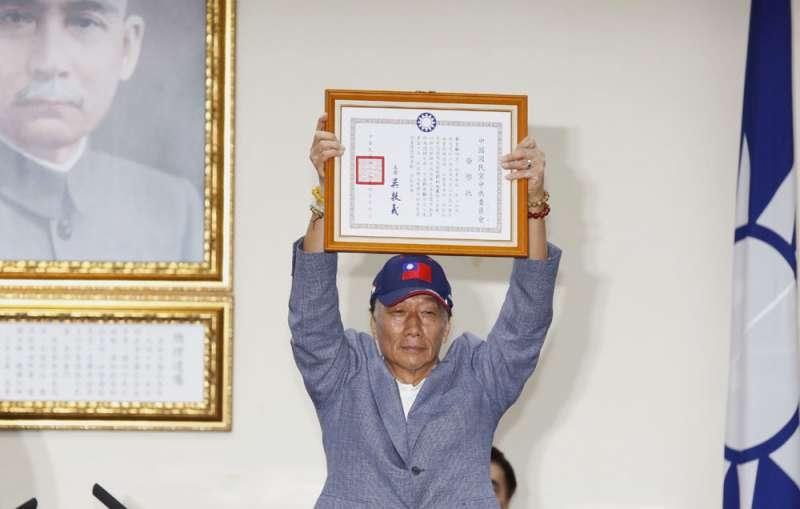 郭台銘「快速通關」地取得國民黨總統初選參與資格。(郭晉瑋攝)