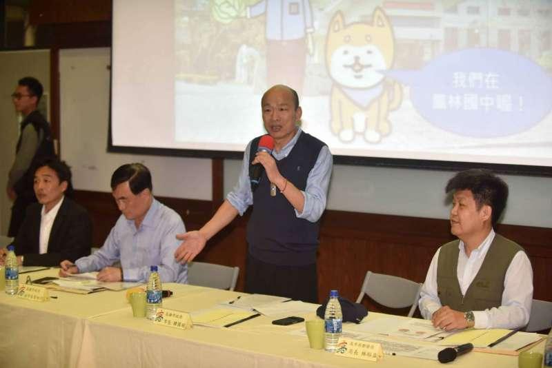 高雄市長韓國瑜每月一宿,來到大林蒲鳳林國中。(圖/徐炳文攝)