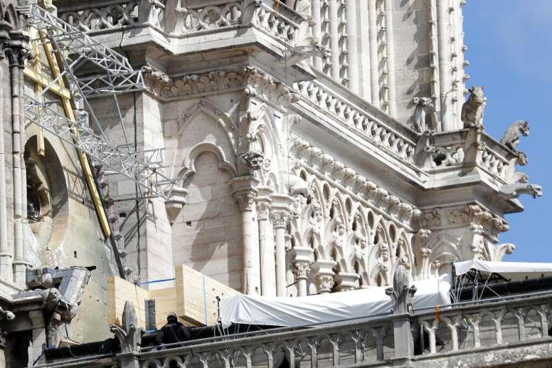 巴黎聖母院現場正在進行火災調查。(美聯社)