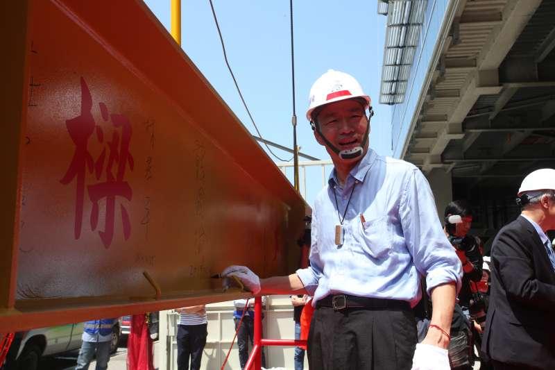 韓國瑜說,高雄市立圖書館總館共構會展文創會館是市府與台灣人壽攜手合作的BOT案。(圖/徐炳文攝)