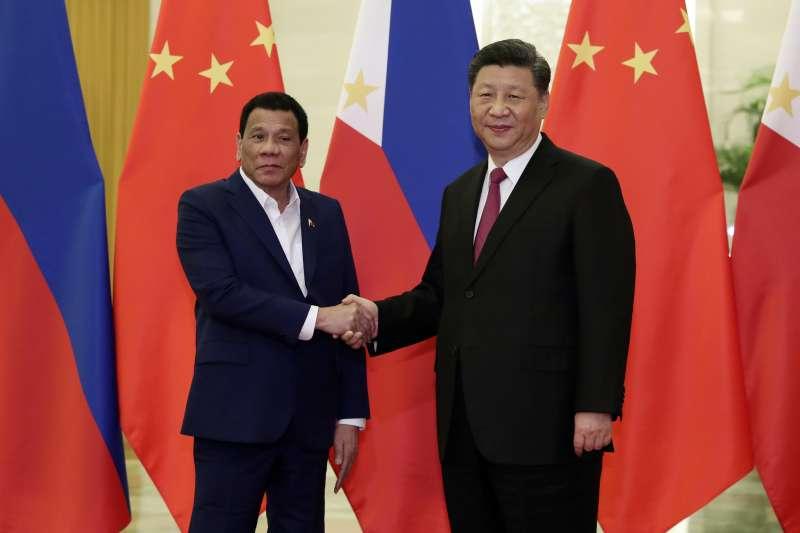 第二屆「一帶一路」國際合作高峰論壇於北京登場,中國國家主席習近平與菲律賓總統杜特蒂會面。(AP)