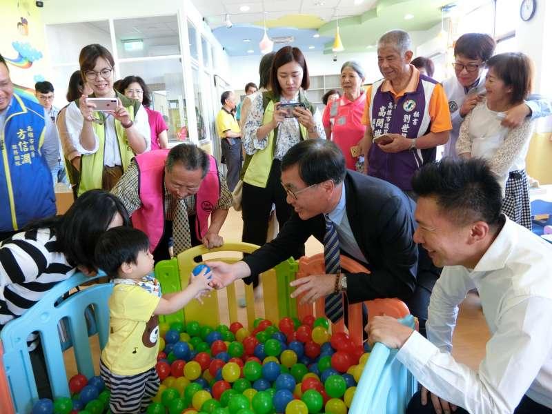 副市長李四川說,面臨少子化及高齡化的問題,建構社區化、多元化的福利據點。(圖/徐炳文攝)