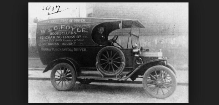 1903年代的「福耶爾麵包車」(Foyles Van)(福耶爾官網)