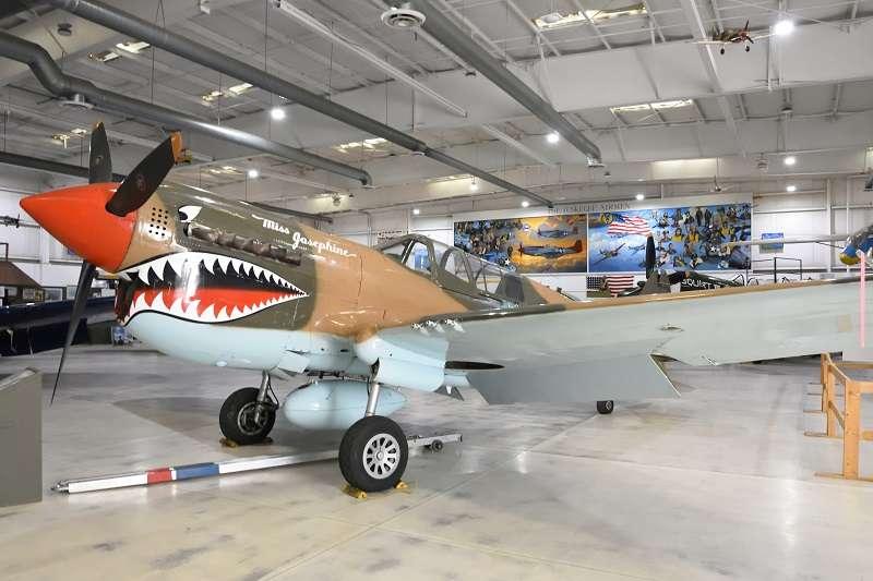 漆有鯊魚牙的TP-40N,是棕櫚泉航空博物館的鎮館之寶。(許劍虹提供)