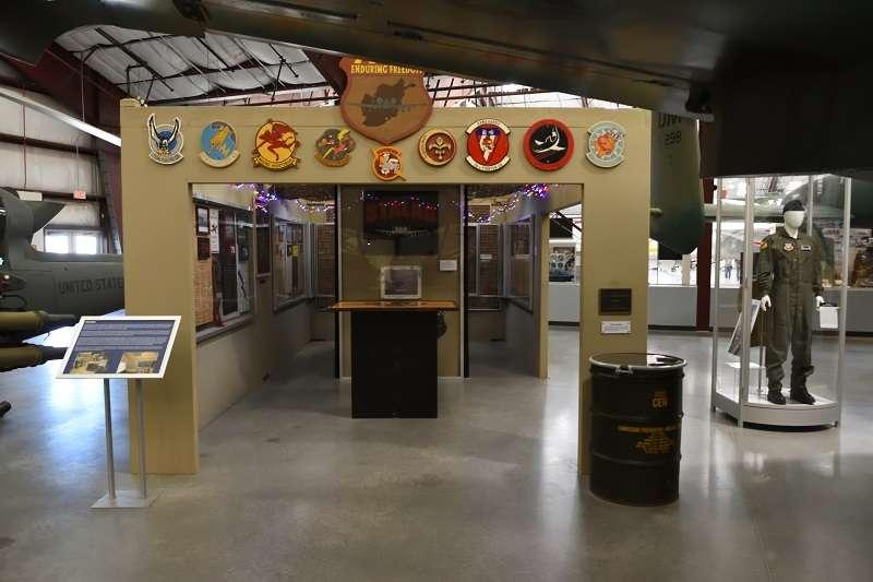皮馬航太博物館裡的A-10展示區,有許多關於第23戰鬥機聯隊參加阿富汗戰爭的文物。(許劍虹提供)