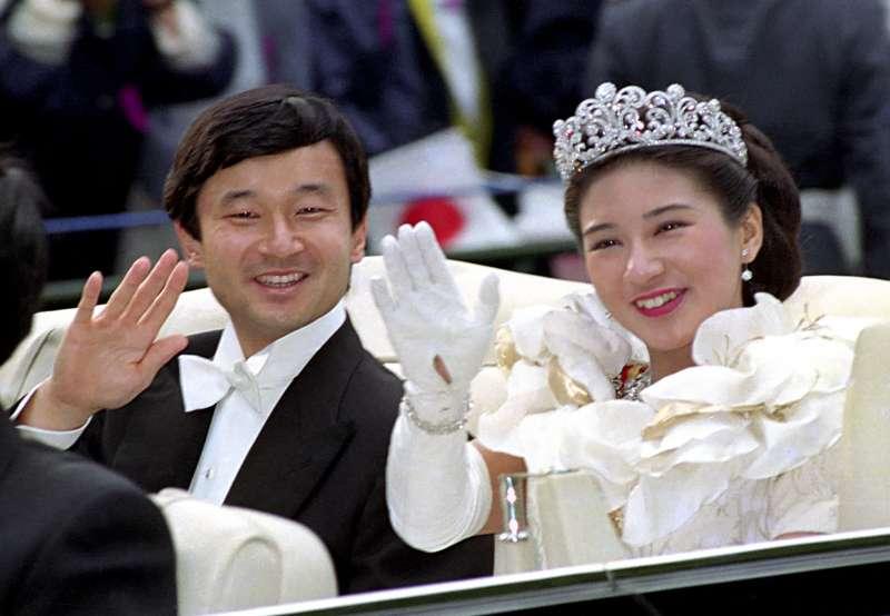 1993年6月9日,日本皇太子明仁與雅子妃結婚。(AP)