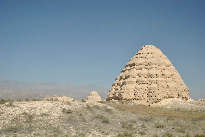 神秘的西夏皇陵有「東方金字塔」之稱。(圖/維基百科)