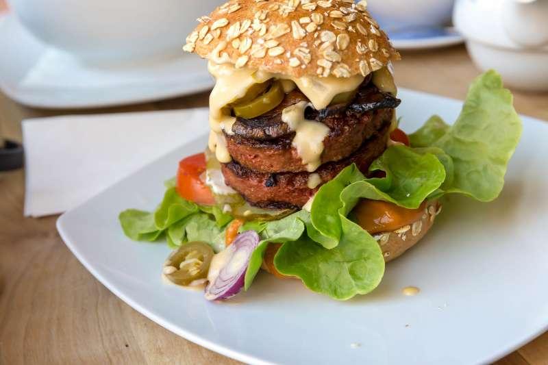 美國素肉製造商「超越肉類」公司(Beyond Meat)深受投資人青睞。(Marco Verch@Flickr/CC BY 2.0)
