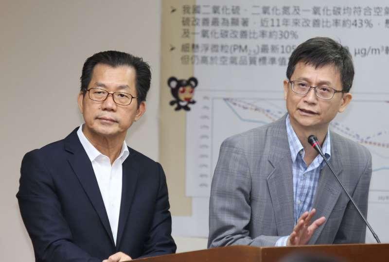 詹順貴(右)感嘆他和李應元(左)下台後人去政息。(郭晉瑋攝)