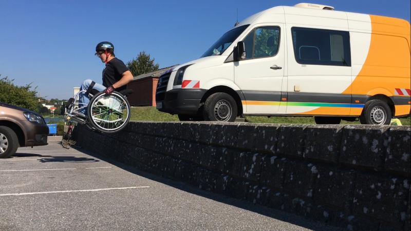 大衛實際證明, 坐著輪椅也能登山!(圖/想想論壇)