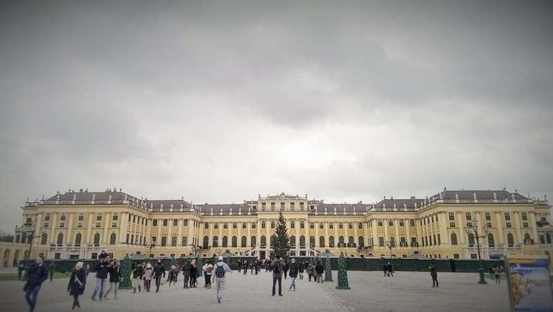 位於維也納的王室城堡之一: «Schloss Schönbrunn 美泉宮» (也做音譯為«熊布倫宮»或是«熊布朗宮»)(圖/楊佳恬提供)