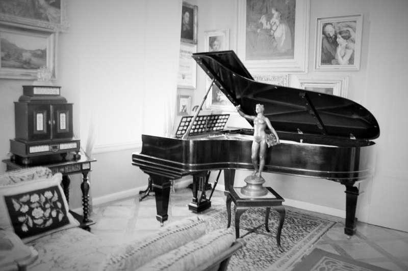 Lehar故居的老鋼琴。(圖/楊佳恬提供)