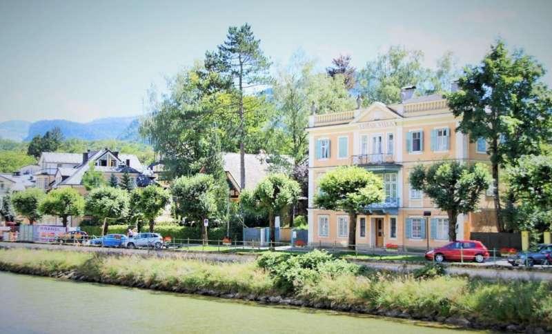 坐落在Bad Ischl小鎮河岸邊的Lehar故居。(圖/楊佳恬提供)