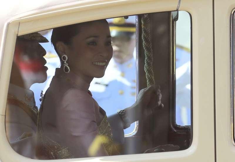 2019年5月4日,泰國國王「拉瑪十世」瓦吉拉隆功(Maha Vajiralongkorn)舉行加冕大典,這是泰王與王后(AP)