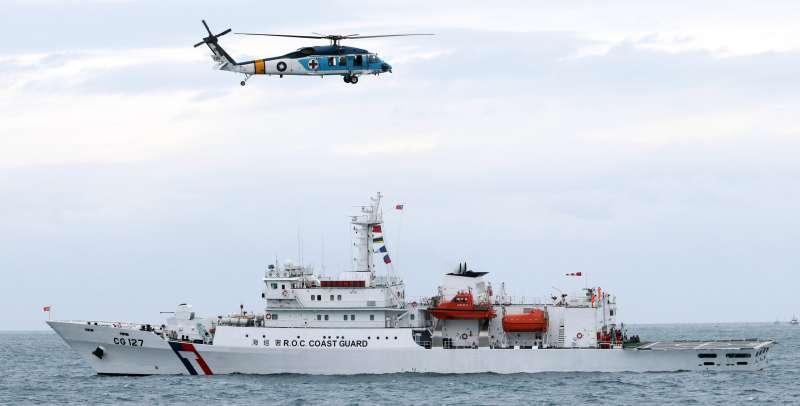 20190504-今年金華演習和海安演習合併辦理,在海域操演部分,空軍救護隊海鷗直升機支援人員吊掛科目。(蘇仲泓攝)