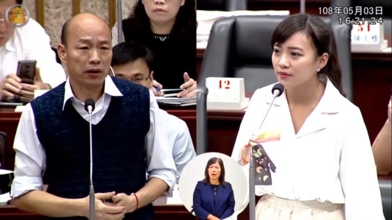 20190504-時代力量議員黃捷在議會上質詢高雄市長韓國瑜。(圖片截取自Youtube)