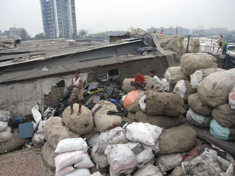 印度城市孟買達拉維貧民窟,為世界五大貧民窟之一,就位於都市的一角。(取自維基百科)