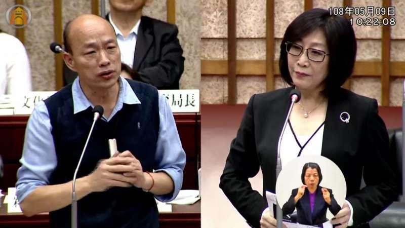 高市議員康裕成(右)狂酸韓國瑜「跟作弊一樣在答題」。(圖/翻攝高市議會監視畫面)