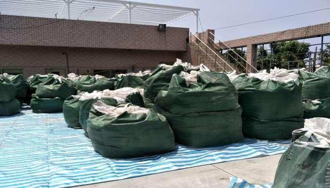 水利局說,備妥防汛沙包5,000包、太空包200包,2噸防汛塊300塊,供應各區緊急防汛搶險之需。(圖/徐炳文攝)