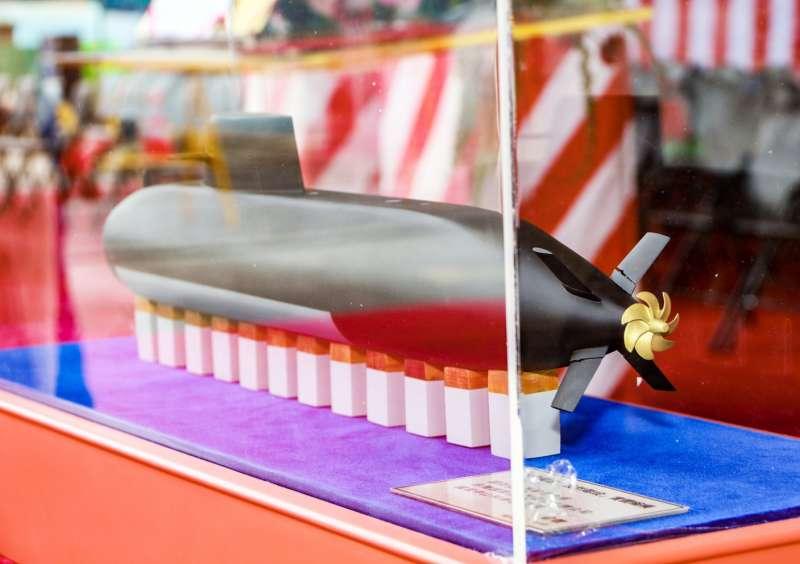 20190509-海軍和台船公司今天舉行「潛艦國造廠區動土典禮」,現場展示未來潛艦的模型。(海軍司令部提供)