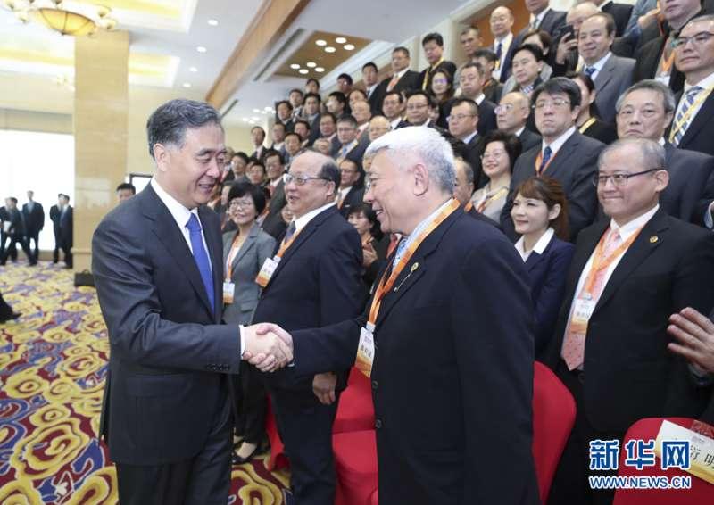 2019年5月10日,中共中央政治局常委、全國政協主席汪洋在北京會見參加「第四屆兩岸媒體人北京峰會」的兩岸新聞媒體代表。 (新華社)
