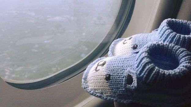 莊太帶著給兒子穿的鞋到世界各地處旅行。