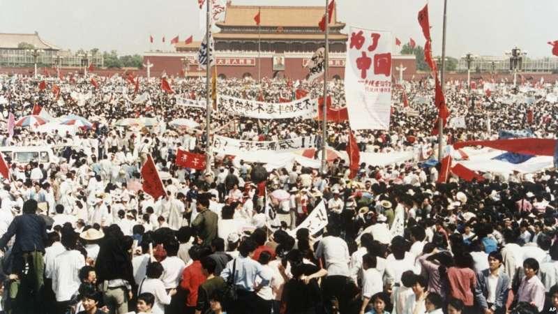 1989年5月17日,中國北京天安門廣場上成千上萬名民主示威者。(美聯社)
