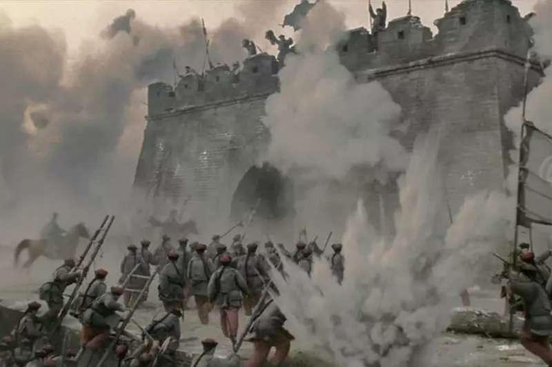 清軍攻城後,開始展開無差別屠殺。(圖/imdb)