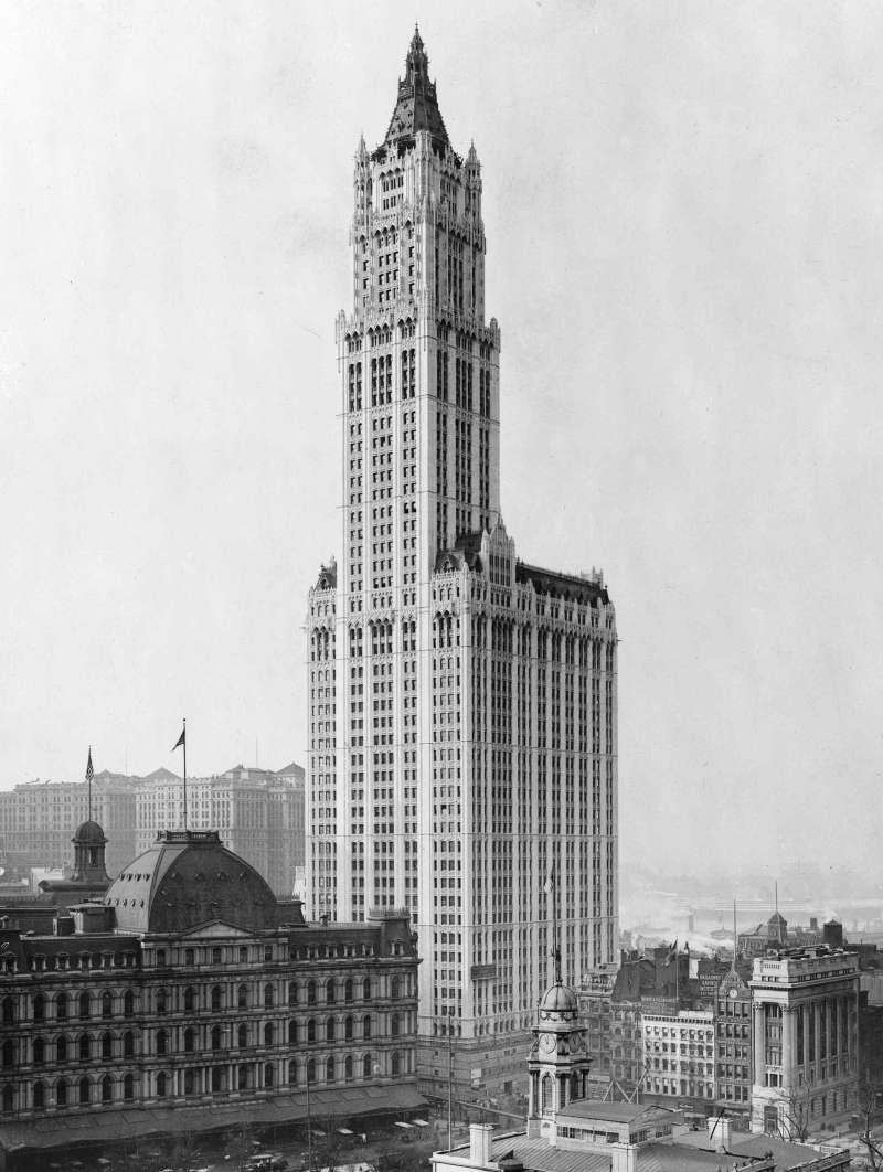 紐約的伍爾沃斯大樓(Woolworth Building),直到一九二○年代末,它一直是世界最高的建築物。(取自維基百科)